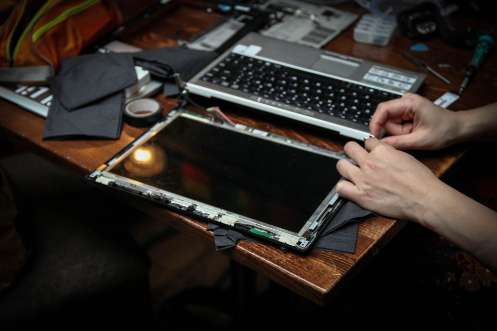repair laptop
